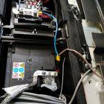 Anschluss Batterie im Motorraum.