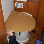 Ausmessen für die neue Toilette